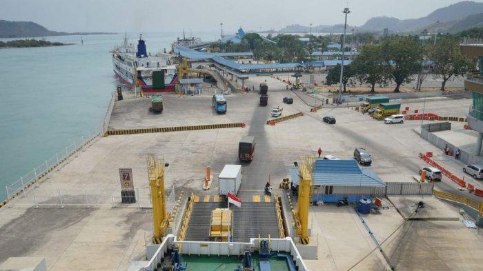 Pihak PT ASDP Indonesia Ferry (Persero) menerapkan protokol kesehatan terhadap seluruh penumpang, pengendara dan petugas lapangan di pelabuhan dan di dalam kapal.