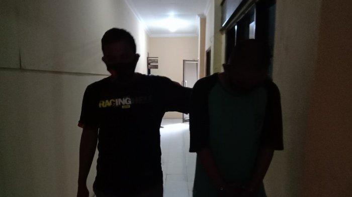 Seorang pengemudi ojek diamankan aparat Satuan Reserse Narkoba Polres Serang di Kramatwatu, Serang, Banten, Minggu (13/9/2020).