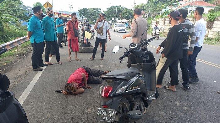 Jalan Rusak Telan Korban, Pemotor Terkapar Usai Kecelakaan di Jalan Sumur Wuluh Cilegon