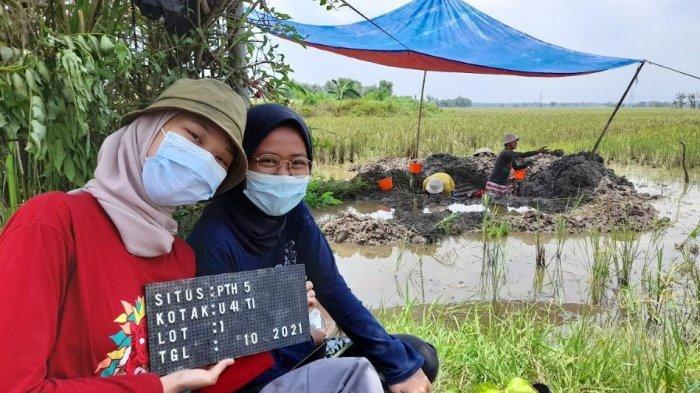 Proses penggalian atau ekskavasi di situs jalur air Pangindelan peninggalan masa kesultanan Banten, Kamis (7/10/2021).