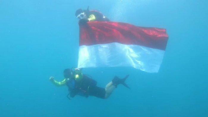 Detik-detik dan Foto Pengibaran Bendera Merah Putih di Bawah Laut Perairan Sangiang Kabupaten Serang