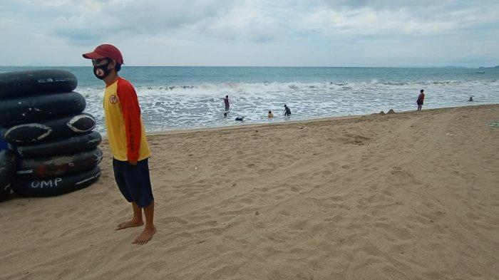 Kisah Penjaga Pantai Anyer, Ibarat Film Baywatch Hanya Bermodal Ban untuk Selamatkan Wisatawan