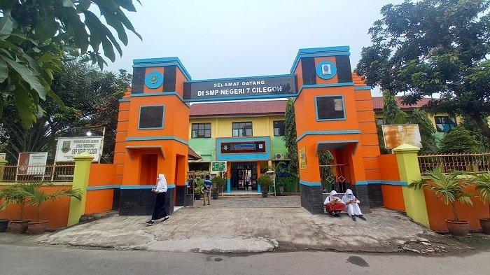 Suasana penutupan Masa Pengenalan Lingkungan Sekolah (MPLS) di SMP Negeri 7 Cilegon, Jalan Cendrawasih H, Bendungan, Kecamatan Cilegon, Kota Cilegon, Banten, Rabu (14/7/2021).