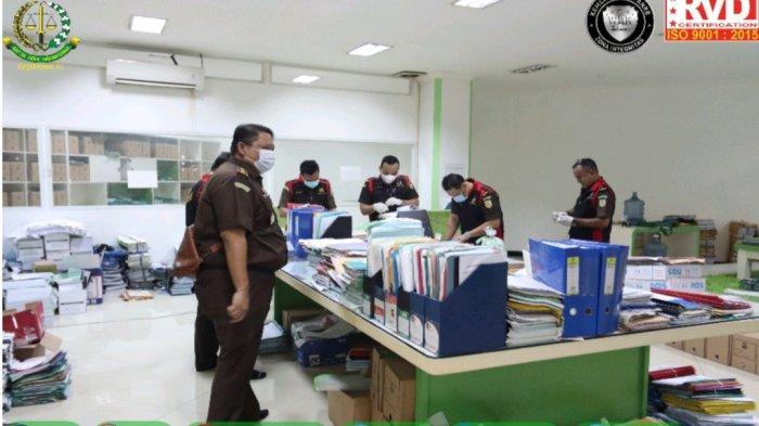 Penyidik Kejati Banten Geledah 3 Tempat di KP3B, Empat Mobil Angkut Dokumen Hibah Pondok Pesantren