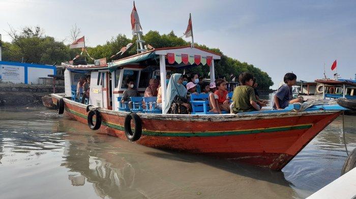Menikmati Keindahan Laut Pantai Gope, Bisa Lihat Sunset Naik Perahu Nelayan, Hanya Bayar Rp 10.000