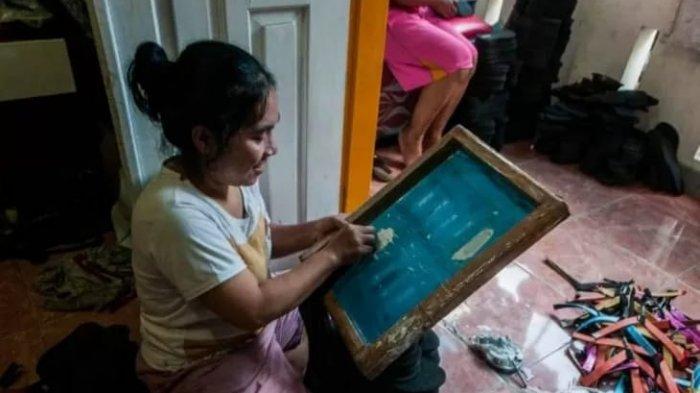 Cerita Perajin Sandal di Lebak, Mengurangi Karyawan hingga Terancam Gulung Tikar