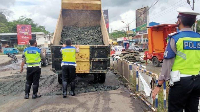 Antisipasi Laka Lantas, Jalan Rusak di Bundaran Mandala Kabupaten Lebak Diperbaiki