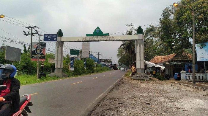 Perbatasan Pandeglang-Serang dapat dilalui kendaraan bermotor tanpa ada penjagaan dari petugas, pada Senin (14/9/2020).