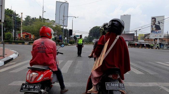 Peringatan Detik-detik Proklamasi, Pengendara di Kota Serang Berhenti & Nyanyikan Indonesia Raya