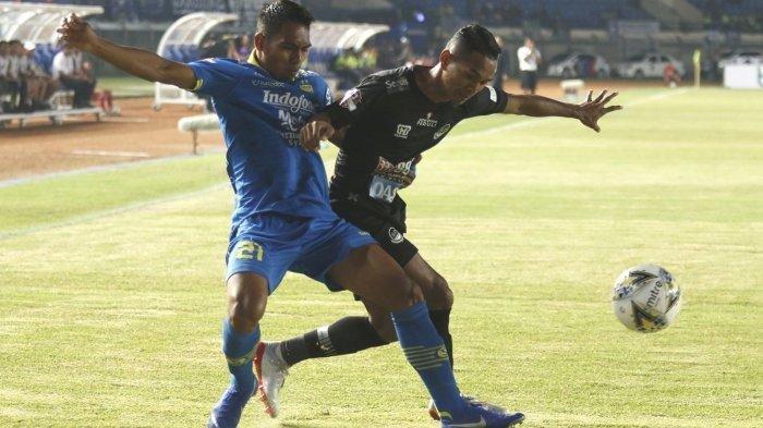 Piala Menpora 2021 - Babak Pertama Persita Tangerang Kebobolan 2 Gol dari Persib Bandung