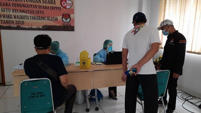 Petugas KPPS menjalani rapid test jelang pencoblosan Pilkada Tangerang Selatan 9 Desember, di di Kelurahan Setu, Tangerang Selatan, Senin (30/11/2020).