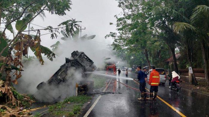 Mobil Pikap Terguling dan Terbakar di Cinangka Kabupaten Serang, Sempat Terdengar Ledakan