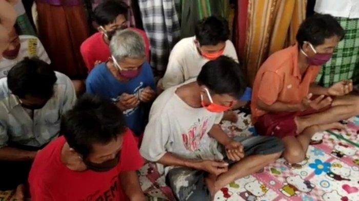 Dibina di Ponpes Abuya Muhtadi, Pengikut Aliran Hakekok di Pandeglang Nangis saat Pertobatan