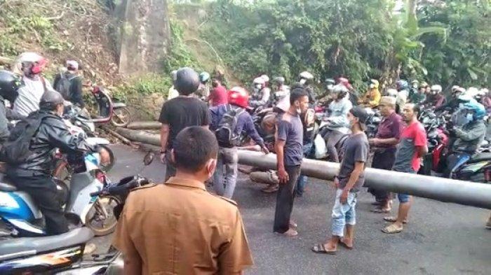 Pipa Air Belasan Meter Roboh Hantam Pengendara yang Melintas, Satu Orang Meninggal di Tempat