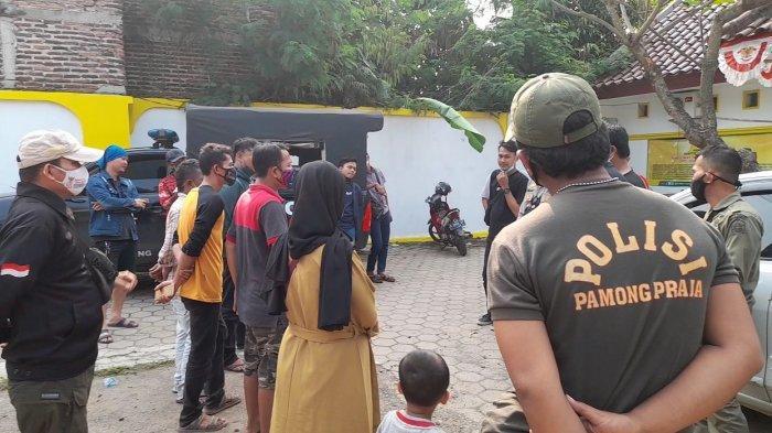 Sejumlah Pedagang Mendatangi Kantor Satpol PP Kota Serang, Minta Perlengkapan Dagangan Dikembalikan