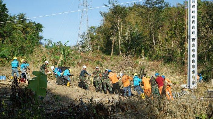 PLN Bersinergi dengan TNI dan Warga, Membangun Tower Emergency di Pulau Timor NTT Hanya 10 Hari