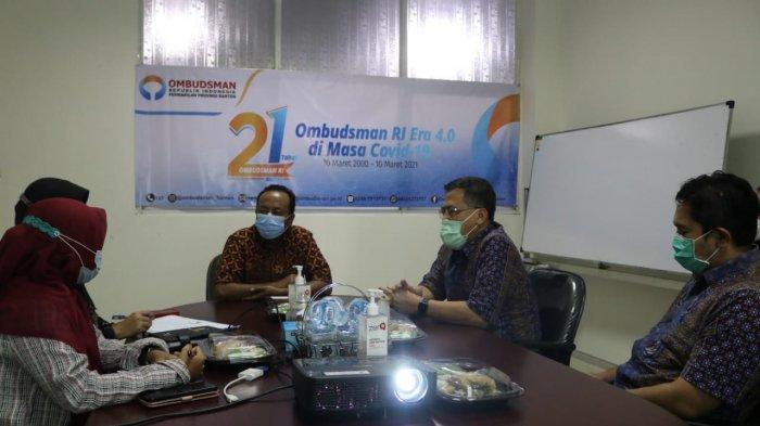 Manajemen PLN UID Banten berdiskusi bersama Kepala Ombudsman RI Perwakilan Banten, di Serang, Minggu (25/3/2021).