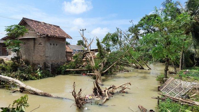 Atap 8 Delapan Rumah dan 1 SMP di Lebak Wangi Kabupaten Serang Beterbangan karena Angin Kencang