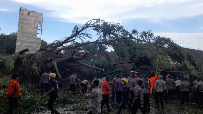 Hujan Deras dan Angin Kencang di Banten Menimpa Angkot, BPBD Kota Serang Imbau Warga Waspada