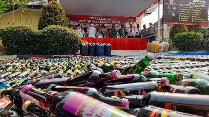Disaksikan MUI, Polda Banten Musnahkan 20.043 Botol Miras Berbagai Merek