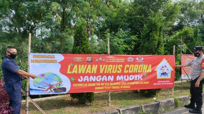 Imbau Warga Tidak Mudik, Polda Banten Pasang Ratusan Spanduk di Ruang Publik