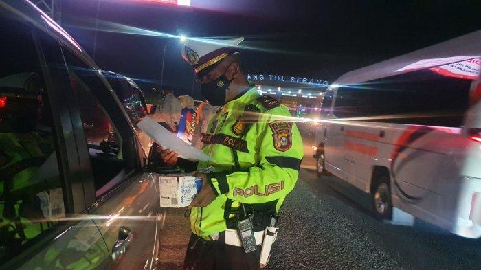 Pada hari pertama larangan mudik di Kota Serang, Kamis (6/5/2021), tercatat 37 mobil pemudik yang harus putar balik saat hendak menuju DKI Jakarta.