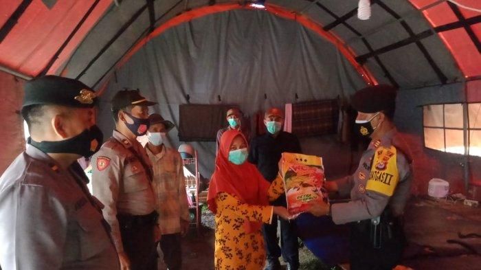 Korban Longsor Mengungsi di Posko Bencana Desa Karangnunggal Lebak, Polres Beri Bantuan Paket Beras