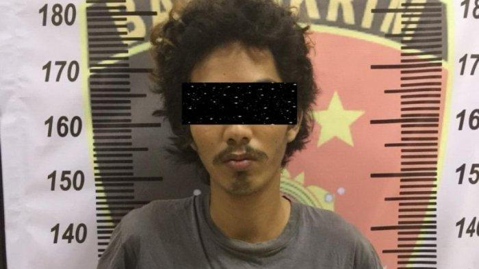 Polresta Tangerang berhasil mengamankan dua dari tiga pelaku percobaan pencurian dengan kekerasan di Jalan Pemda, Tigaraksa, Kabupaten Tangerang yang membuat korbannya sampai terjatuh dari motor.