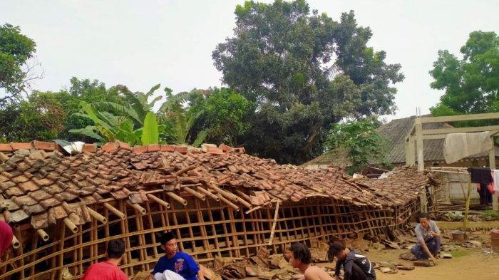 Asrama Ponpes di Kopo Kabupaten Serang Ambruk Diterjang Hujan Deras dan Angin Kencang, Santri Panik
