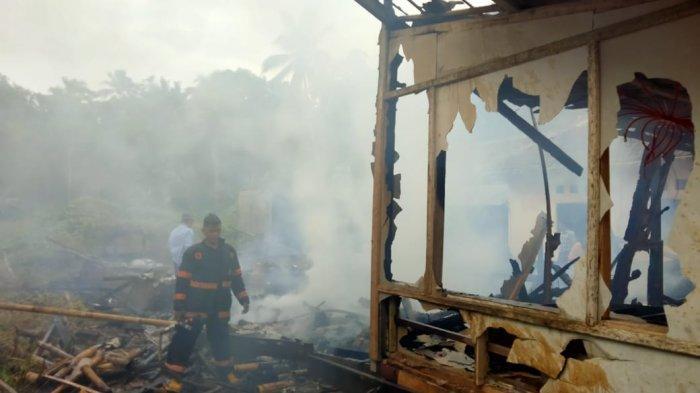 Pondok pesantren di Kelurahan Pagudungan, Kecamatan Karang Tanjung, Kabupaten Pandeglang, terbakar, Selasa (30/3/2021).
