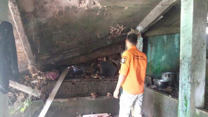 Santri di Mancak Kabupaten Serang Bergegas Berlarian, Seketika Bangunan 2 Lantai Bagian Dapur Roboh