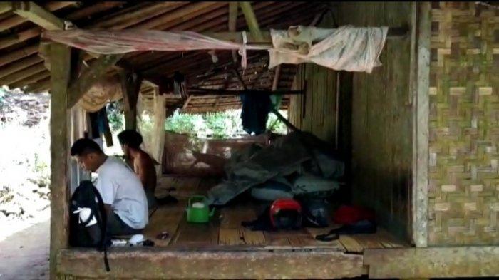 Kisah Pilu Keluarga di Pandeglang Hidup di Gubuk Dalam Hutan, Butuh 3 Jam Jalan Kaki di Jalan Rusak