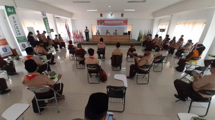 Kwarnas Gerakan Pramuka Salurkan 300 Seragam, 50 APD, 5 Thermo Gun, dan 30.000 Masker di Kota Serang