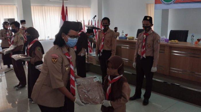 Kwartir Nasional (Kwarnas) Gerakan Pramuka menyalurkan bantuan di Gedung Kwarda Banten, Kota Serang, Rabu (4/11/2020).