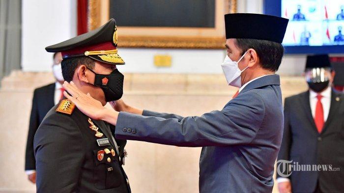 Presiden Joko Widodo melantik Listyo Sigit Prabowo sebagai Kapolri di Istana Negara, Jakarta, Rabu (27/1/2021).