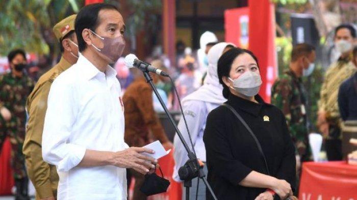 Presiden RI, Jokowi didampingi Menteri Koordinator Bidang Pembangunan Manusia dan Kebudayaan Puan Maharani meninjau vaksinasi pelajar di SMAN 4 Serang, Selasa (21/9/2021)