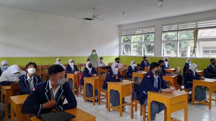 Tak Hanya Murid, Guru di Kota Serang Juga Antusias Ikuti PTM Hari Pertama