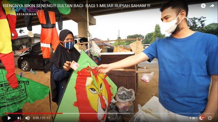 Turun ke Jalan, Raffi Ahmad Bagi-bagi Uang Rp 500 Ribu ke Pedagang Kecil dan Badut Jalanan