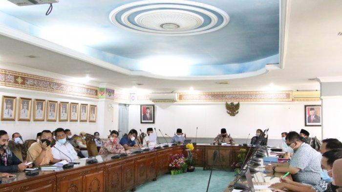 Rapat koordinasi seluruh organisasi perangkat daerah (OPD), Jumat (23/4/2021). Rapat dilakukan untuk persiapan evaluasi pada 27 April oleh Tim Koordinasi dan Supervisi Pencegahan (Korsupgah) Komisi Pemberantasan Korupsi (KPK) Koordinator Wilayah II Provinsi Banten.