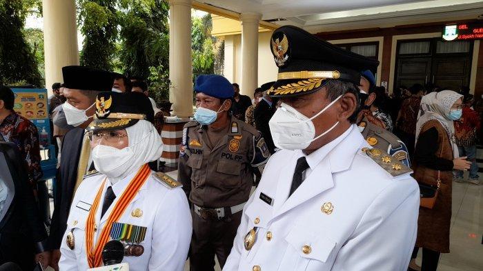 Ratu Tatu Chasanah dan Pandji Tirtayasa tiba di Pendopo Gubernur Banten sebelum dilantik menjadi bupati dan wakil bupati Serang, Jumat (26/2/2021).
