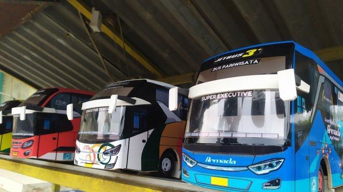 Berbagai Bus Berjejer di Jalan Serang-Pandeglang, Bisa Jadi Pilihan Kado Ulang Tahun dan Nikahan