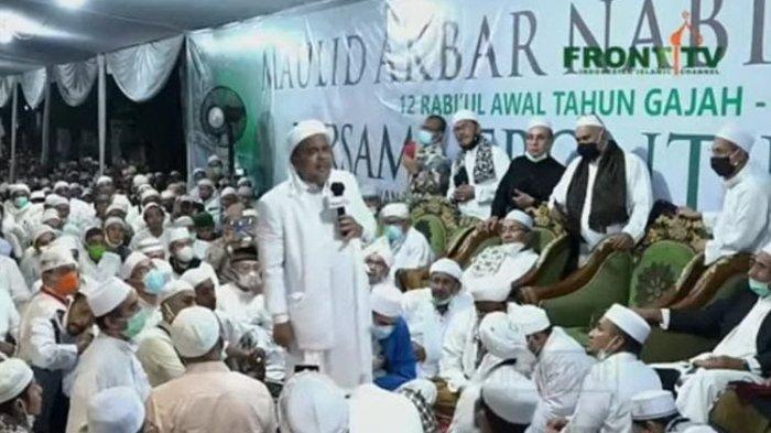 Pimpinan Front Pembela Islam (FPI) Rizieq Shihab saat berceramah dalam acara Maulid Nabi di kawasan Petamburan, Jakarta Pusat, Sabtu (14/11/2020).