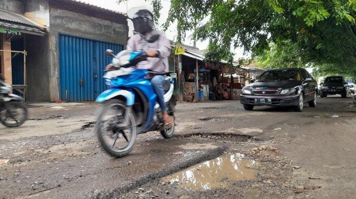 Info Kota Serang, Ruas Jalan Raya Warung Jaud Rusak dan Berlubang