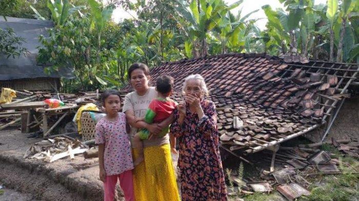 Ditinggal Pergi ke Rumah Anak, Rumah Gubuk Milik Nenek Rohati di Serang Ambruk