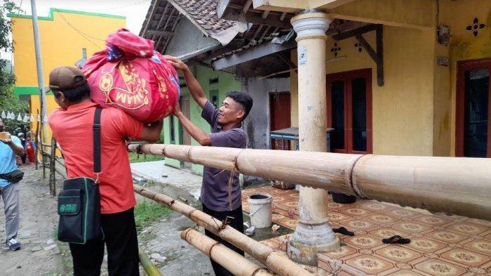 Gara-Gara Perkara Buang Sampah, Rumah Warga di Serang Dipasangi Pagar Bambu Hingga tak Bisa Lewat