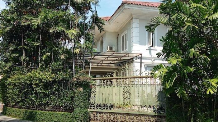 Situasi rumah Nia Ramadhani dan Ardi Bakrie yang berada di kawasan Menteng, Jakarta Pusat, Kamis (8/7/2021).