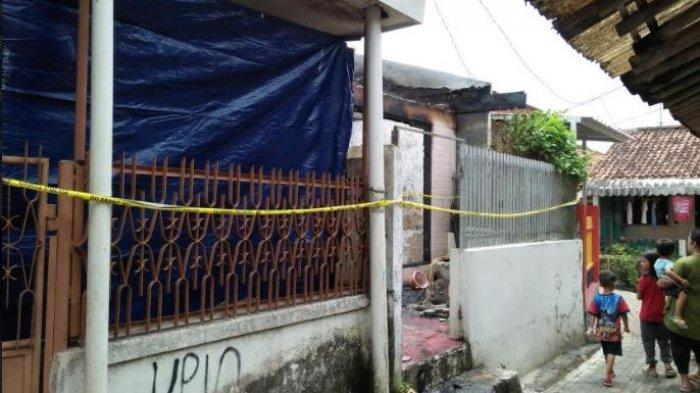 Dua rumah terbakar dan mengalami rusak berat di kampung Kebon Kopi Rt 02/03, Desa Muara Ciujung Timur, Kecamatan Rangkasbitung, Kabupaten Lebak