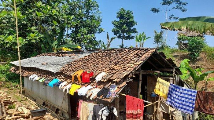 Kakek Sutarman 13 Tahun jadi Tukang Bersih Makam di Pandeglang Hidup dari Belas Kasih Warga