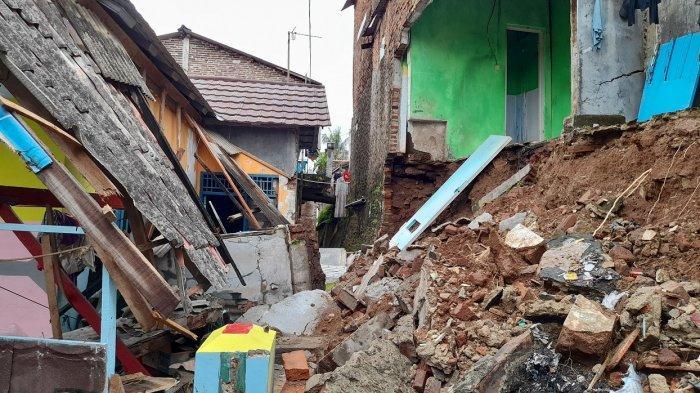 Kronologi Sebagian Rumah Warga Cipare Kota Serang Roboh karena Longsor, Menimpa Bangunan Lainnya