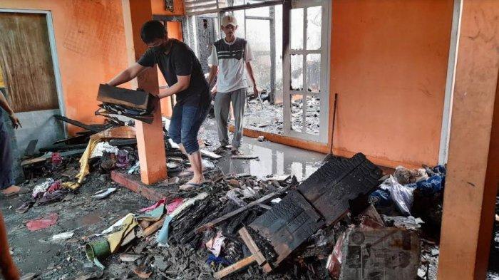 Baru Bangun Tidur, Pak RT di Cipare Serang Kaget Rumahnya Ludes Terbakar